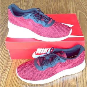 Nike Tanjun SE running shoes